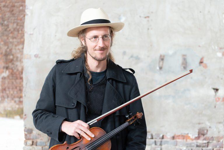 Paul Bremen fiddle ©byEla Mergels 2020
